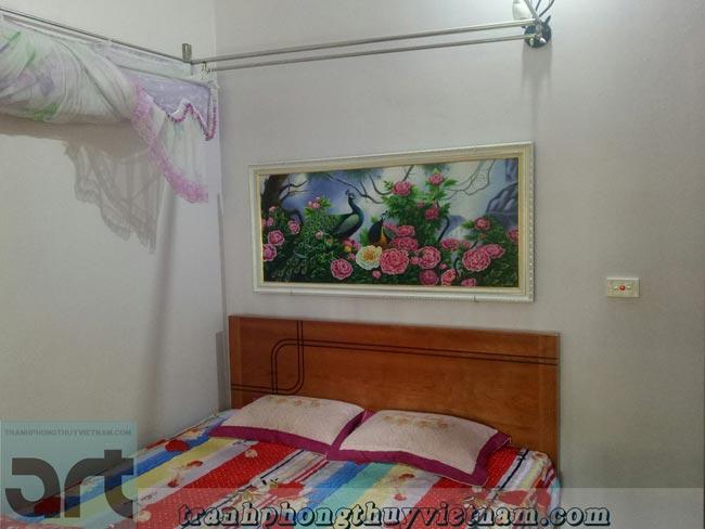 tranh chim công và hoa mẫu đơn treo phòng ngủ gia đình