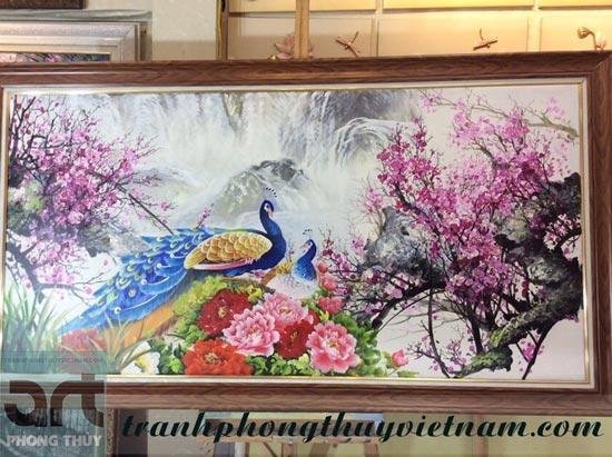 tranh treo tường vẽ chim công đẹp và ý nghĩa