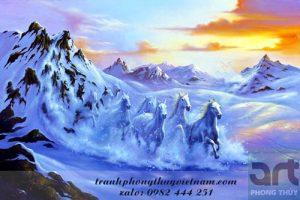 tranh ngựa chạy trên núi tuyết