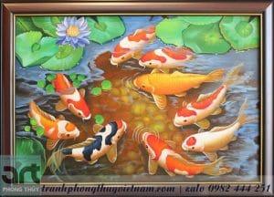 chín chú cá chép bơi trong đầm sen