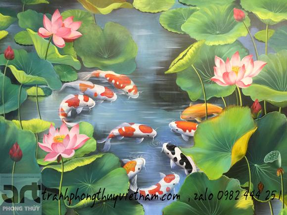 chín chú cá chép bơi lội trong đầm hoa sen