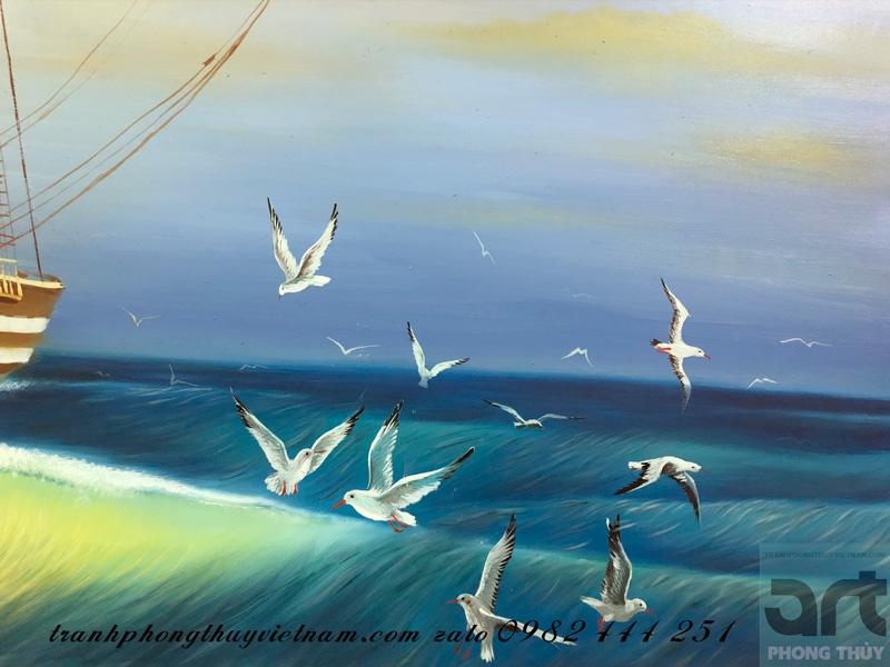 chim hải âu bay quanh mạn thuyền