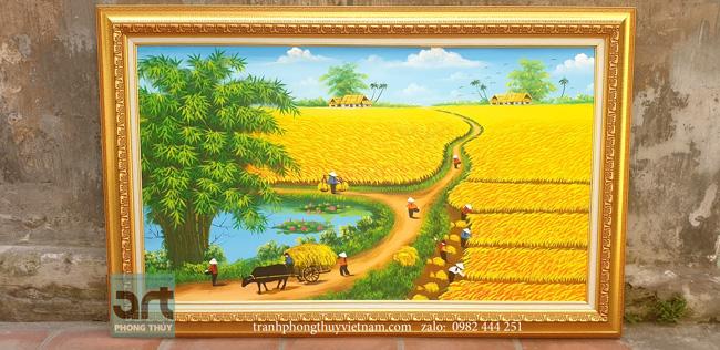 Tranh đồng quê mùa thu hoạch lúa được hoàn thiện tại xưởng tranh